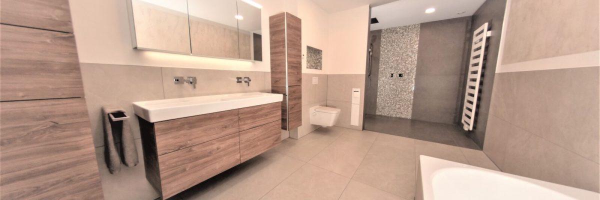 Wellnessbad mit Doppelwaschtischanlage und Walk-In Dusche in Dortmund